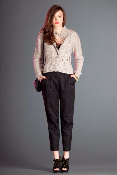 Falda negra en tienda de ropa 1 - 2 part 6