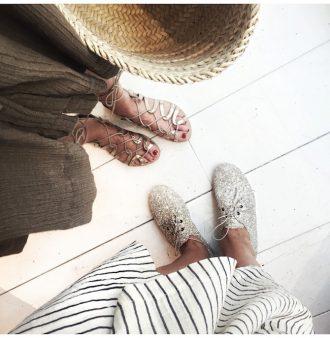 Buscando sandalias Anniel