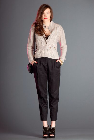 Falda negra en tienda de ropa 1 - 3 3