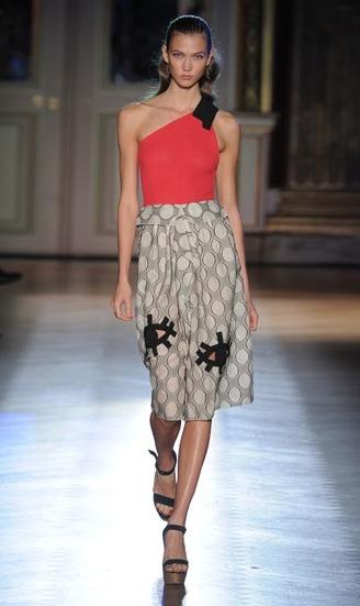 Roland Mouret, moda para mujer, colección de pretemporada primavera, vestidos de Roland Mouret